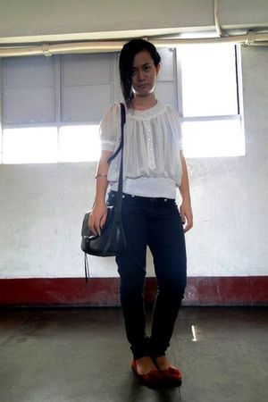 beige thrifted top - black jeans - red Mango shoes - black thrifted bag
