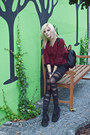 Black-leggings-black-bag-ruby-red-jumper