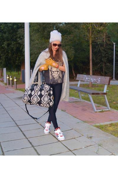 Zara Leggings, Adidas Sneakers |
