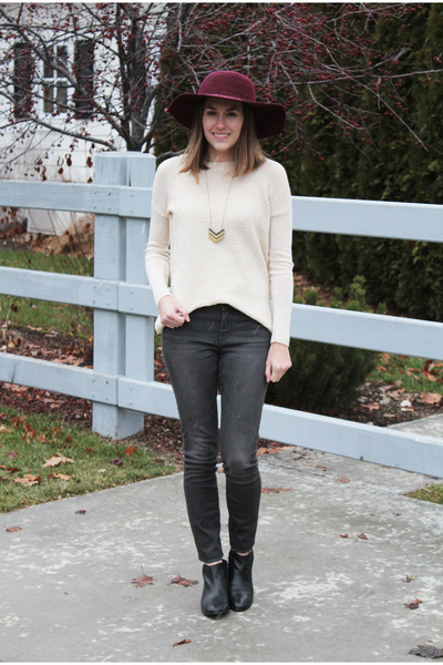 maroon Leith hat - black sam edelman boots - charcoal gray madewell jeans