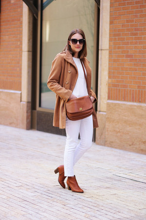 white Loft jeans - brown madewell boots - camel modcloth coat