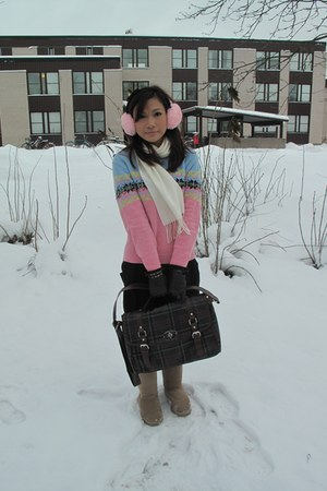 beige Uggs boots - light pink brandless sweater - dark brown taiwan bag - black