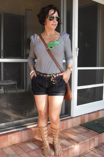 london Messenger bag - brazil Farm shorts - aviator rayban sunglasses - london H