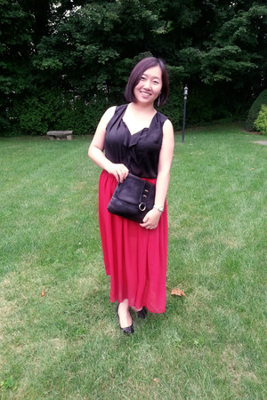 black leather sarne bag - red chiffon Hong Kong skirt
