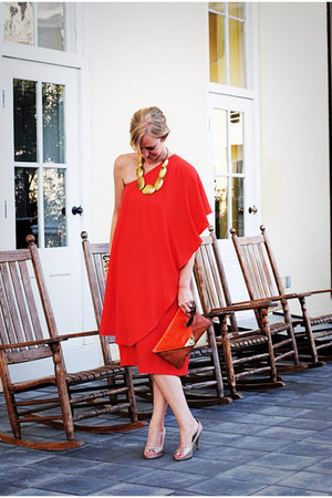 carrot orange dress - peach heels - gold necklace