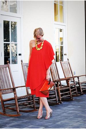 carrot orange dress - peach heels - gold necklace