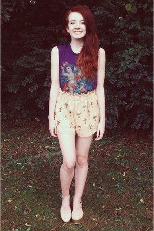 deep purple Urban Outfitters top - beige Style by Stories shorts