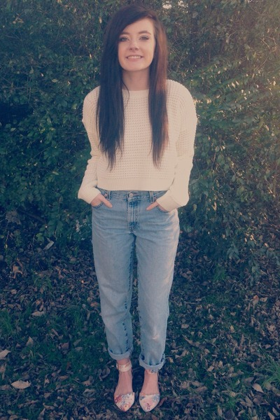 ivory cropped Forever 21 sweater - sky blue boyfriend fit Levis jeans