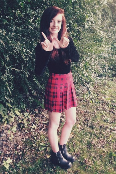 black chunky zip H&M boots - red pleated plaid H&M skirt