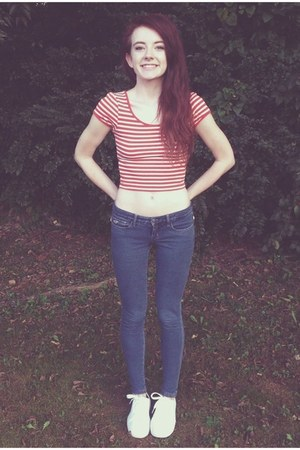 red Forever 21 top - navy hollister jeans - white Jeffrey Campbell sneakers