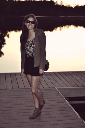 olive green Urban Outfitters shirt - black Elizabeth and James shorts