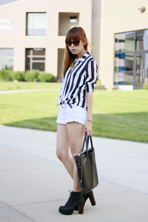 H&M boots - H&M shirt - Givenchy parfums bag - abercrombie and fitch shorts