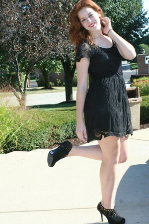 black dress - black Zara shoes
