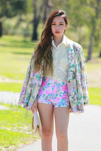 bubble gum floral MinkPink shorts - flower Hazene blazer