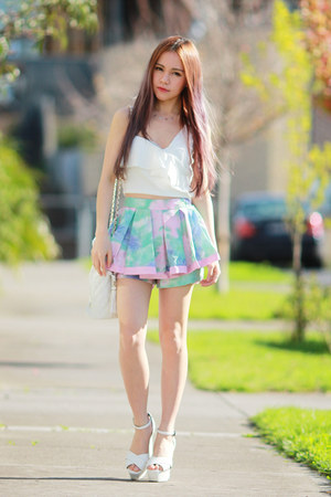 Theory of Seven shorts - white EMODA heels