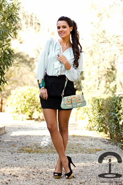 Queens Wardrobe blouse - DIY Crmenes de la Moda bracelet