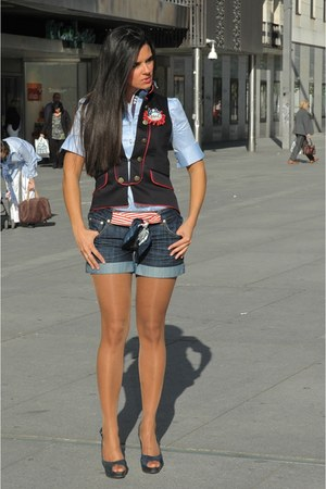 Via Uno shoes - BLANCO shorts - El Armario de Lulu accessories - The Extreme Col