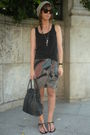 Gray-vintage-skirt-black-zara-t-shirt-black-vintage-from-templo-de-susu-acce