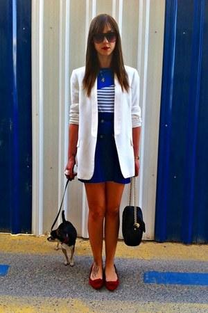 white Zara blazer - blue vintage shirt - black Mango bag - ruby red hazel flats