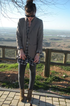 gray Burberry Prosum blazer - blue hm dress - gray Zara leggings - beige Zara bo