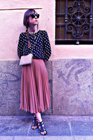 cream vintage purse - black vintage sandals - nude Zara skirt - black Zara blous