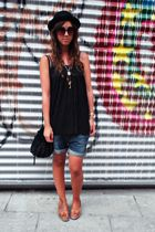 black vintage from templo de susu top - blue Zara shorts - brown Zara shoes - bl
