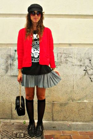 red vintage cardigan - black hazel boots - black vintage shirt - black Mango bag