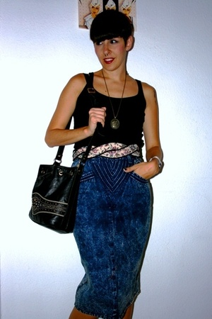 H&M t-shirt - vintage skirt - vintage belt - Hispanitas purse