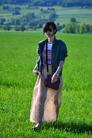 Musette bag - Mango skirt - Present t-shirt