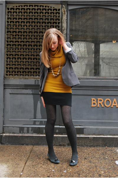 gray silence and noise blazer - yellow Forever 21 sweater - gold H&M necklace -