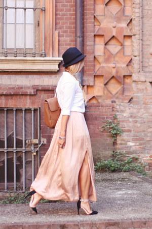 black borsalino hat Zara hat - brown leather bag Stradivarius bag