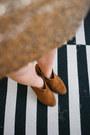 Tawny-suede-ankle-bershka-boots-white-stradivarius-shirt