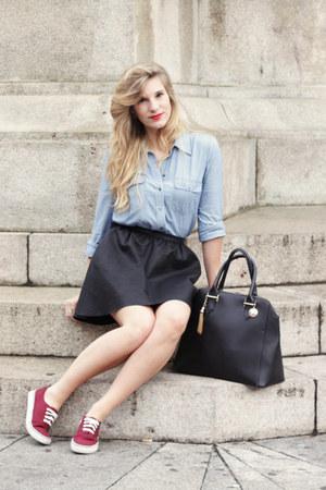 black leather Sisley bag - sky blue jeans Gap shirt - black leather scout skirt