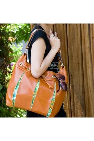 Crystalyn Kae purse