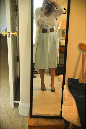 blue vintage skirt - blue payless shoes - white Primark blouse - white H&M cardi