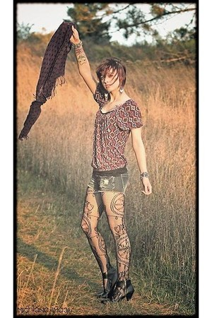 Wet Seal tights - grunged Wet Seal shorts - flowy Forever21 top