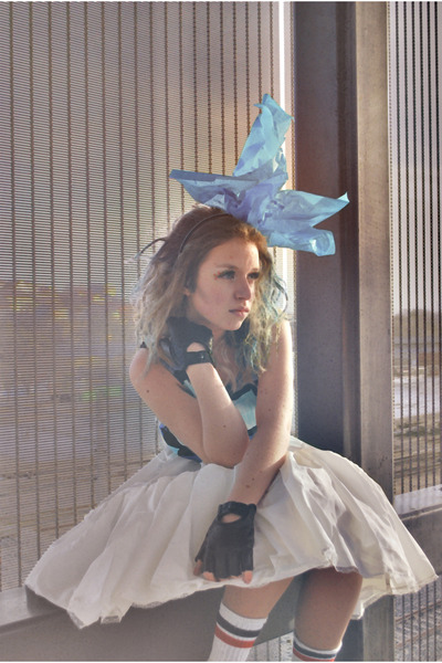 sky blue bow tie accessories - white skirt - teal top - black gloves