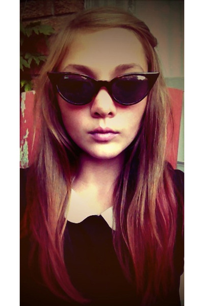 53a80a1e3d3 cool cat eye vintage sunglasses - Forever 21 top