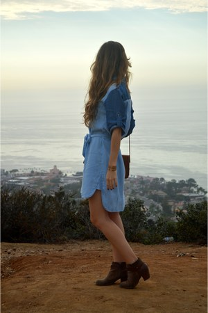 blue chambray Anthropologie dress - brown leather Dolce Vita boots