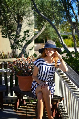 navy Anthropologie hat - madewell dress - Target belt