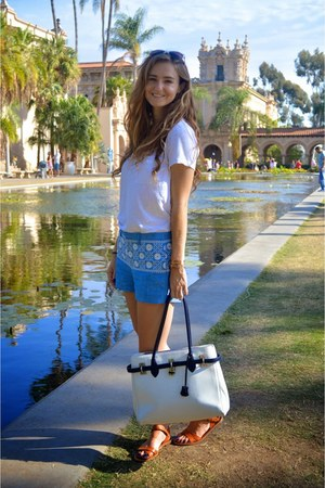 blue madewell shorts - white leather bag - white madewell t-shirt