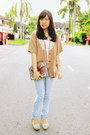 Light-blue-faded-ff-jeans-tan-statement-cute-granny-vintage-jacket