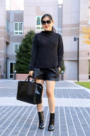 Zara boots - Zara bag - Zara shorts