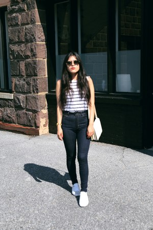 Zara jeans - Zara t-shirt - Massimo Dutti sneakers
