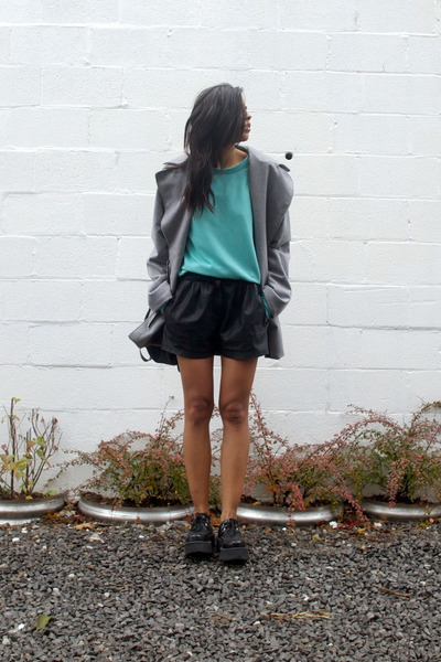 heather gray chela coat cyeoms coat - black leather shorts Zara shorts