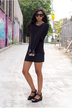 black oversize t cyeoms shirt - black chelsea shades house of harlow sunglasses