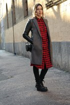 black faux leather Primadonna boots - black wool Zara coat