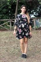 black faux leather Primadonna shoes - black silk dress