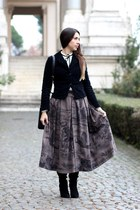 light brown wool byblos skirt - black suede vintage boots