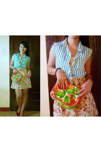 dark green floral purse - cream floral dress - red suede heels